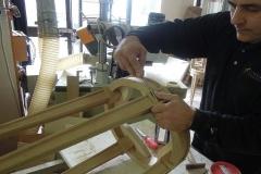 Lavoro di intaglio su cornice in rovere massello