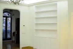 Libreria_con_motivo_neoclassico_porta_scorrevole_a_scomparsa_resize