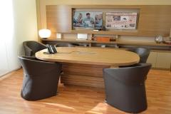 sala riunioni, tavolo cablato - dedicata alle video conferenze, con monitor 4k